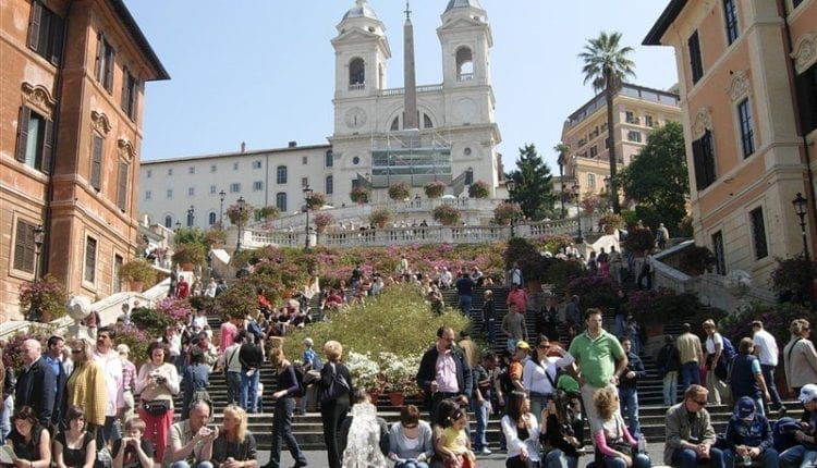 Let's visit Piazza di Spagna and its Spanish Steps!