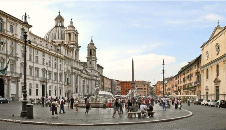What are the top 10 tourist monuments in Rome?